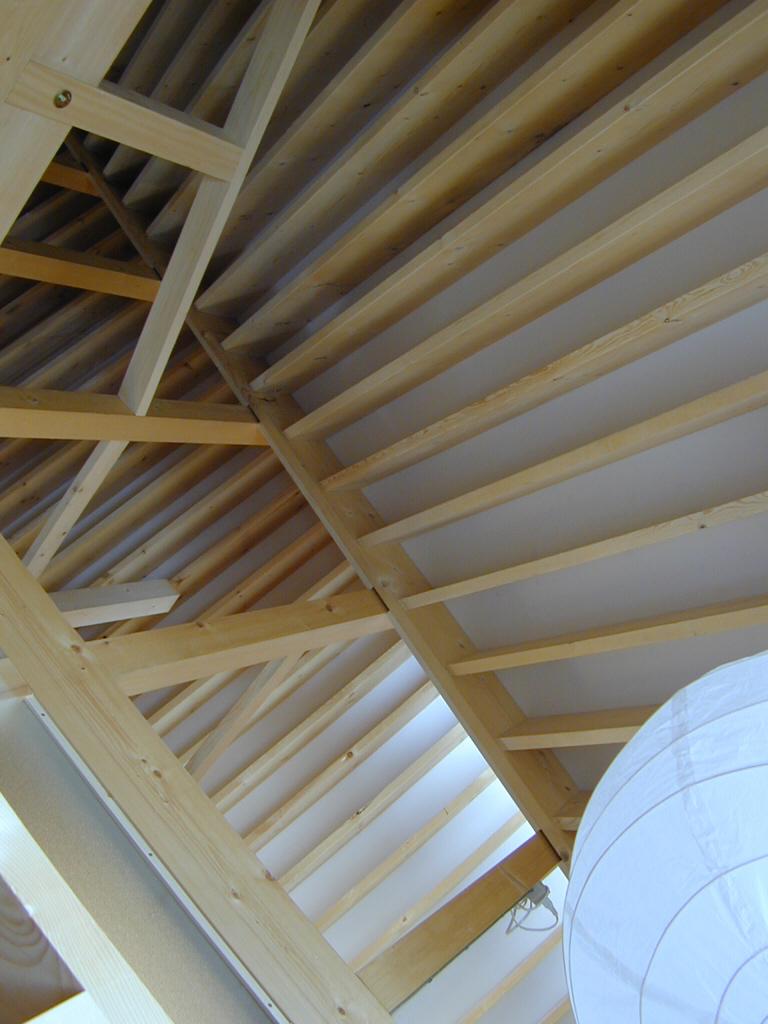 三角形の家天井